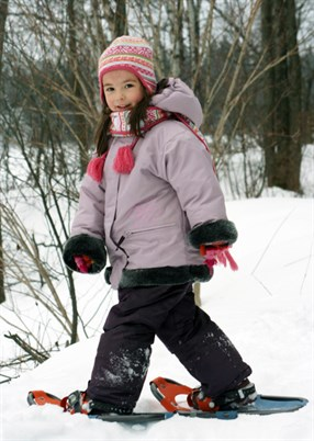 Child snowshoeing_92239549
