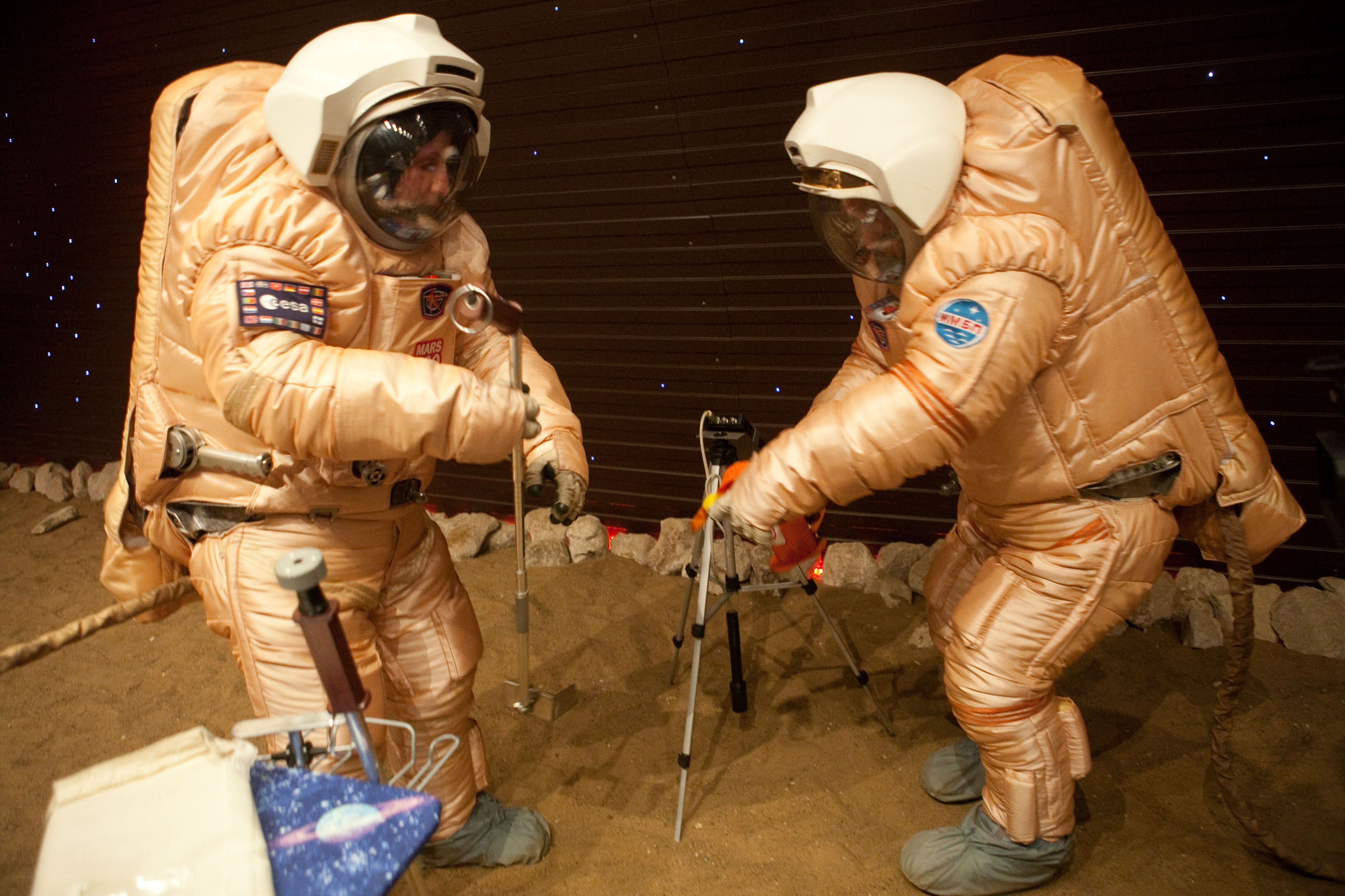 Astronauts on the surface of Mars_Mars500 mission_IMG_1450