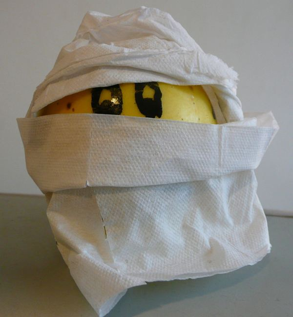 Mummify an apple!